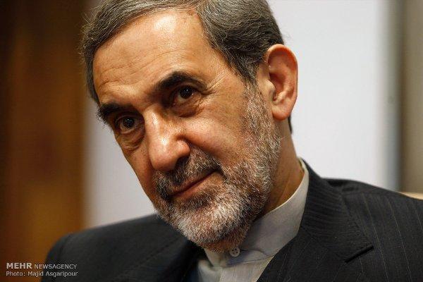 ولايتي: ايران لن تتراجع ابدا عن سياساتها الدفاعية