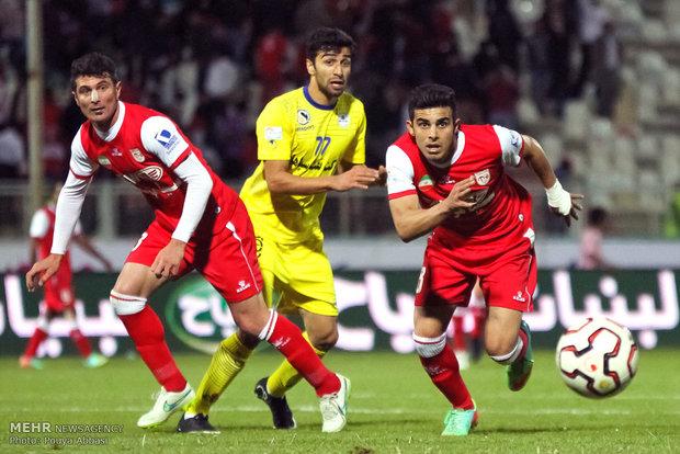 دیدار تیمهای فوتبال تراکتورسازی و نفت تهران