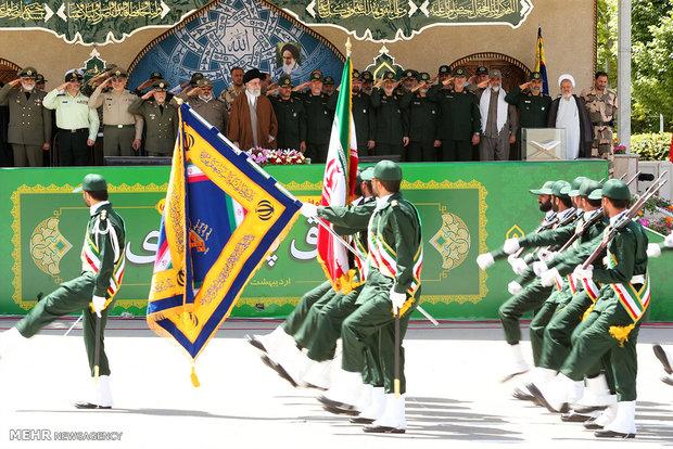 دانشآموختگی دانشجویان دانشگاه امام حسین(ع) با حضور رهبر انقلاب