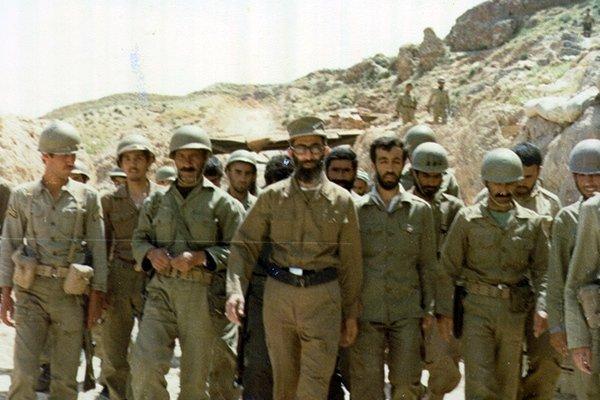 رهبر انقلاب در دفاع مقدس