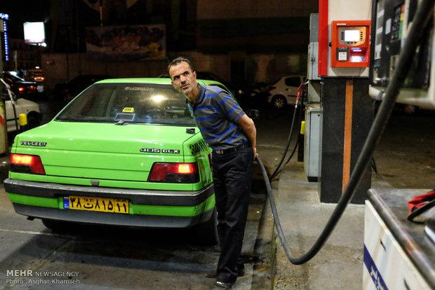 دردسرهای عرضه بنزین در شب عید/ مردم با کارت وارد پمپ بنزین شوند