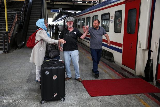 وصول قطار ليلة والف ليلة الى طهران