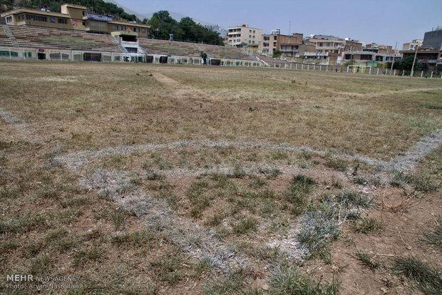 خشک شدن زمین چمن ورزشگاه استقلال سنندج