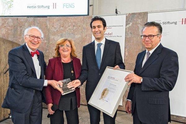 عالم فيزياء ايراني شاب يفوز بجائزة اريك كاندل الاوروبية