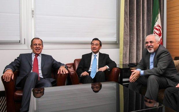 اجتماع ثلاثي بين ظريف ونظيريه الروسي والصيني