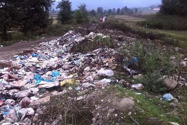 تجمیع زباله ها در فضای سبز شرق گیلان