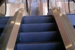 سقوط پله برقی ایستگاه مترو «میرداماد»/ ۵ نفر مصدوم شدند