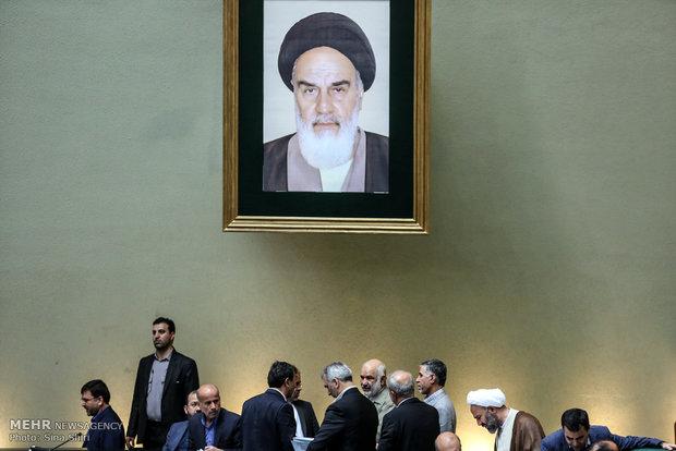 جلسة مجلس الشورى الاسلامي برئاسة محمد رضا باهنر