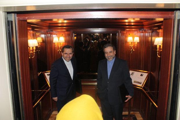عقد مفاوضات بين معاوني ظريف وهيلغا اشميد في فيينا