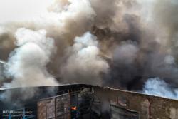 مهار آتش سوزی انبار ضایعات در خیابان رازی شهرکرد