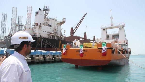 تدشين سفينة ايرانية متطورة لجمع البقع الملوثة بالنفط