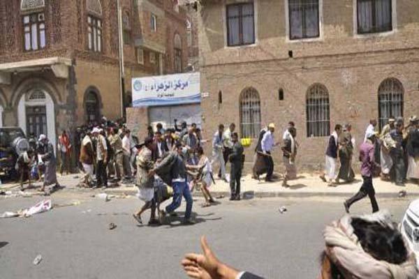 انفجار سيارة مفخخة قرب مسجد وسط العاصمة اليمنية