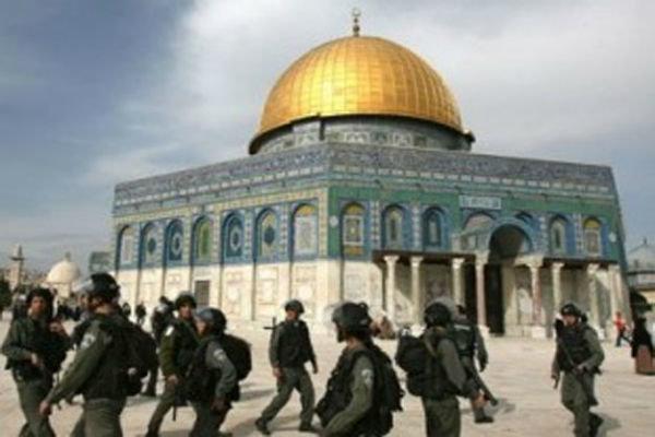 الاحتلال الصهيوني يمنع المصليين من الدخول الى المسجد الاقصى