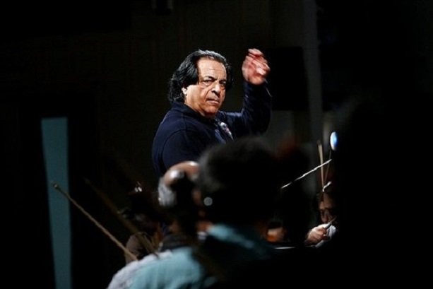 Tehran Orchestra performs in honor of martyrs