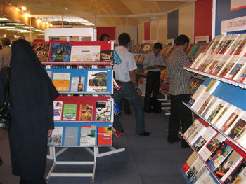 ترحيب جماهيري بمعرض الكتاب في اصفهان