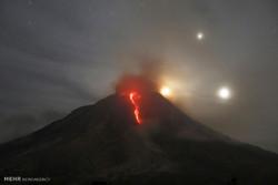 انڈونیشیا کا سینابانگ آتشفشاں