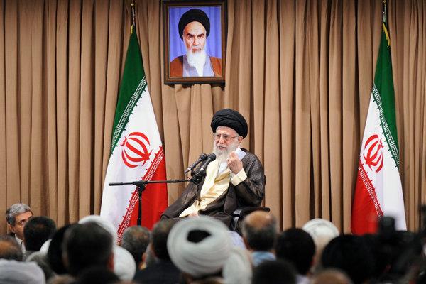 قائد الثورة الاسلامية يؤكد التمسك بالخطوط الحمراء في المفاوضات النووية