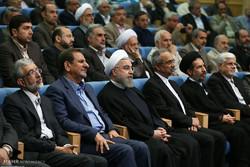 Rouhani meets political activists