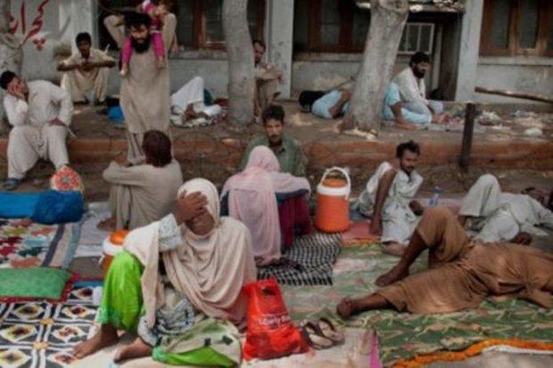 کراچی میں مٹی کا تودہ گرنے سے  3 خواتین اور 7 بچوں سمیت 13 افراد ہلاک