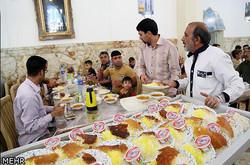 روزانه ۱۱ هزار نفر مهمان سفره کریمه اهل بیت(ع) میشوند