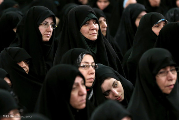 Leader receives families of martyrs