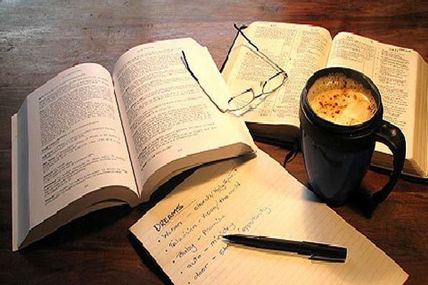 ترجمه رمان  آدمهای خوشبخت که کتاب میخوانند و قهوه مینوشند