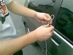 فلم / چند ثانیوں میں گاڑی کا دروازہ کھولنا