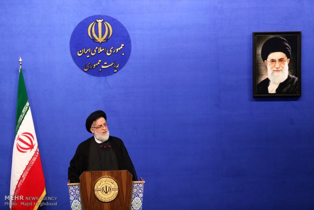 Rouhani meets families of martyrs