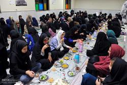 موائد الافطار للطالبات في ايران
