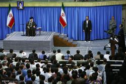 Leader receives university students