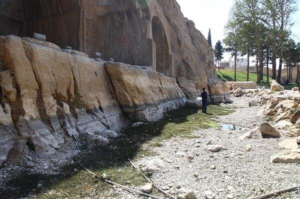 خشکیدگی چشمه طاق بستان