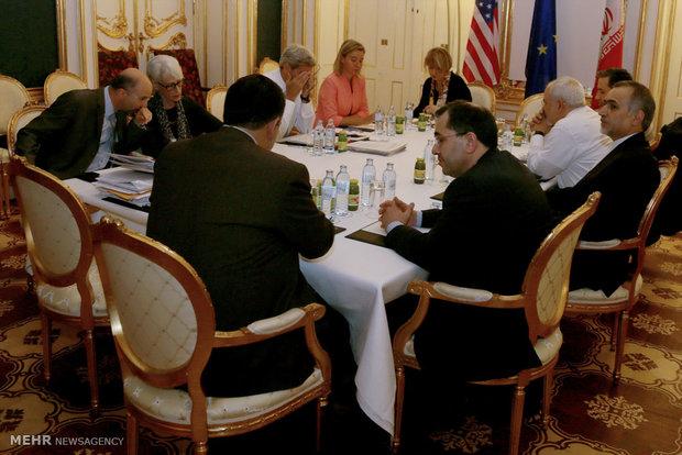 بلومبرج: ايران والسداسية توصلتا إلى إتفاق يقضي بالإزالة التدريجية لحظر السلاح