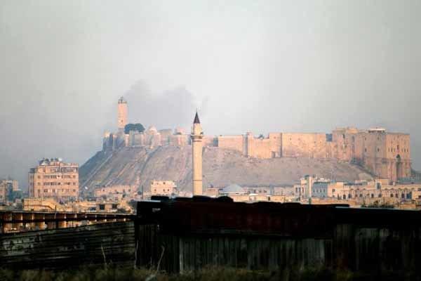 انهيار جزء من سور قلعة حلب السورية بتفجير ارهابي