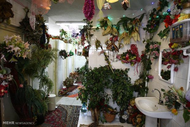 دستشویی گل کاری شده