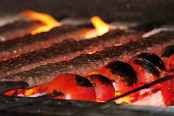 غذاهای کبابی سوخته و مایعات داغ در بروز سرطان موثر است