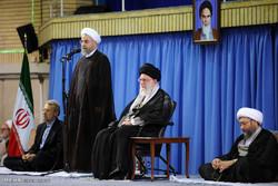 قائد الثورة الاسلامية يستقبل كبار المسؤولين بمناسبة عيد الفطر السعيد