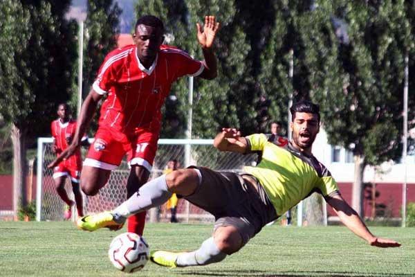 انتقاد از برگزاری اردوهای خارجی باشگاهها/ وزارت ورزش مجوز ندهد!