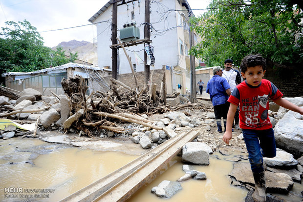 اضرار الفيضانات في طريق جالوس