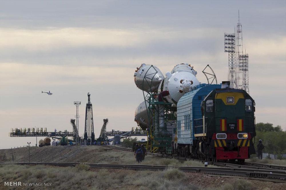 عکس/ انتقال فضاپیما به ایستگاه با قطار