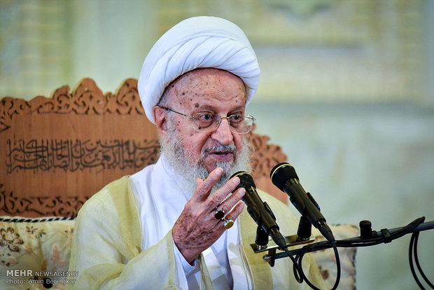 آية الله مكارم شيرازي : آل سعود عاجزون عن ادارة الحرمين الشريفين