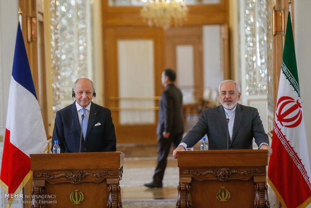 ظريف يأمل في بناء علاقات اكثر جدية وقوة بين ايران وفرنسا