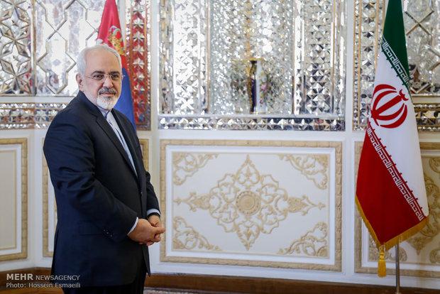 Zarif receives foreign ambassadors' credentials
