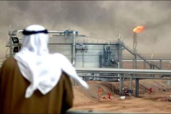 مغردون وباحثون: السعودية تسعى للسيطرة على نفط الكويت