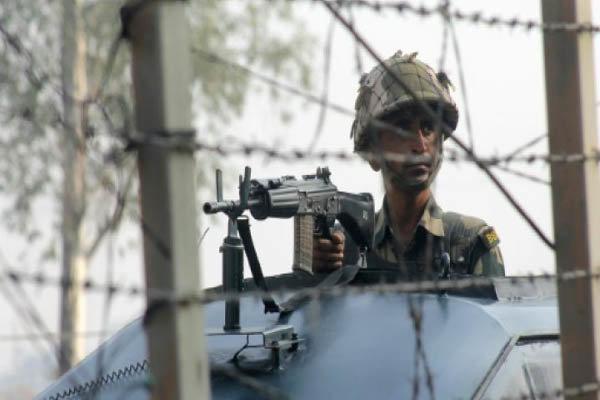 ہندوستان کے زیرانتظام کشمیر میں جنازے کے جلوس  پر فائرنگ