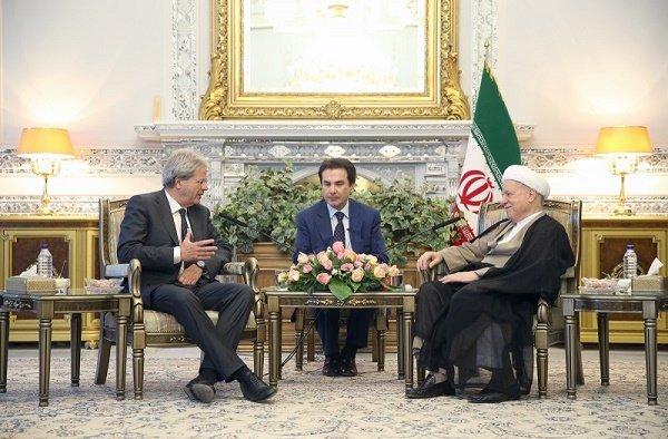 هاشمي رفسنجاني يحذر من خطر اندلاع حرب عالمية ثالثة من قبل الارهابيين