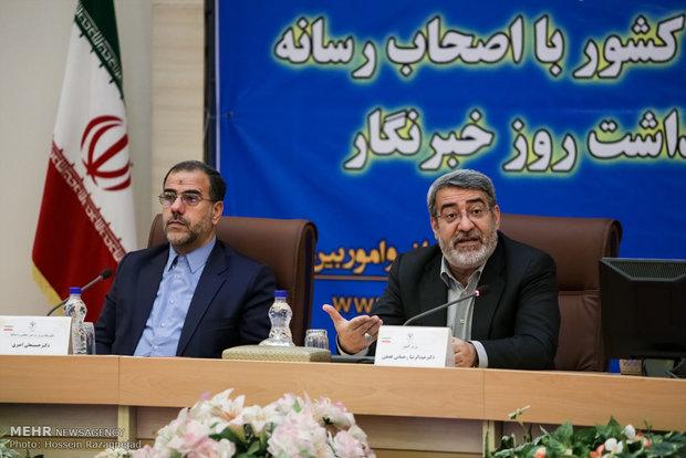Iranian reporters, interior minister meet