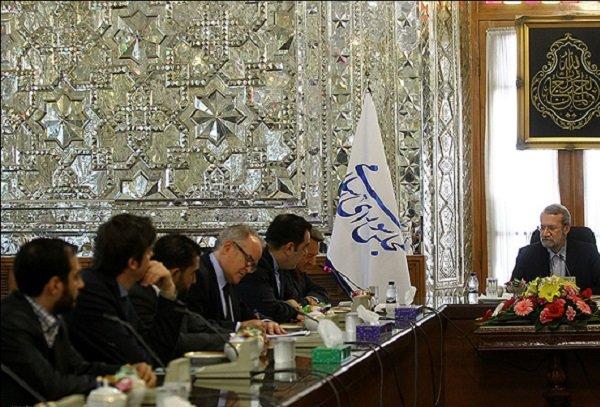 لاريجاني يؤكد على محورية دور الصليب الأحمر الدولي