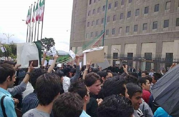 Students oppose UK embassy reopening, JCPOA provision