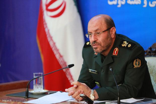 وزير الدفاع يزيح الستار عن 16 من المنتجات الدفاعية الالكترونية