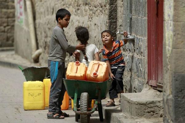 نصف الشعب اليمني يفتقر إلى مياه الشرب النقيّة